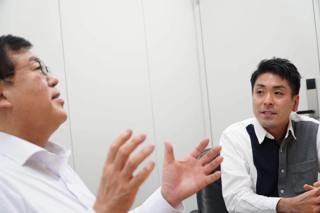 創業者で代表取締役の佐久間卓哉氏と、Aimstar Cloud事業部長の青木歩人氏